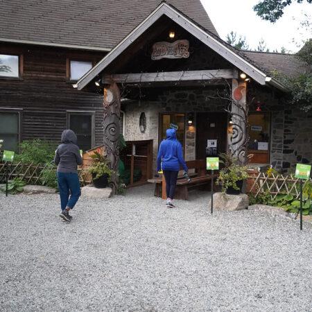 Au Diable Vert - 4-season mountain and outdoor resort at Glen Sutton